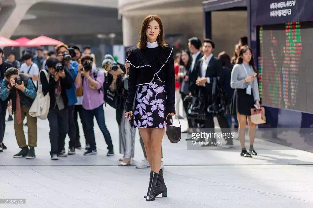 裙子+短靴才是初秋最时髦搭配! 19