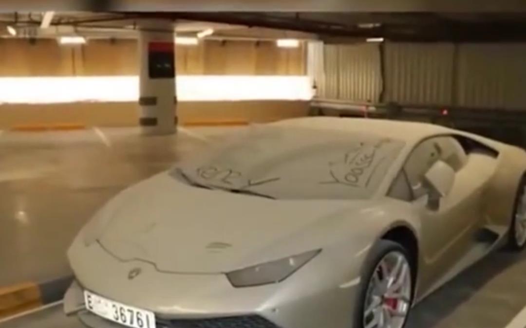 """迪拜有一個""""汽車墳場"""", 裡面豪車堆積如山, 報廢處理太可惜瞭-圖3"""