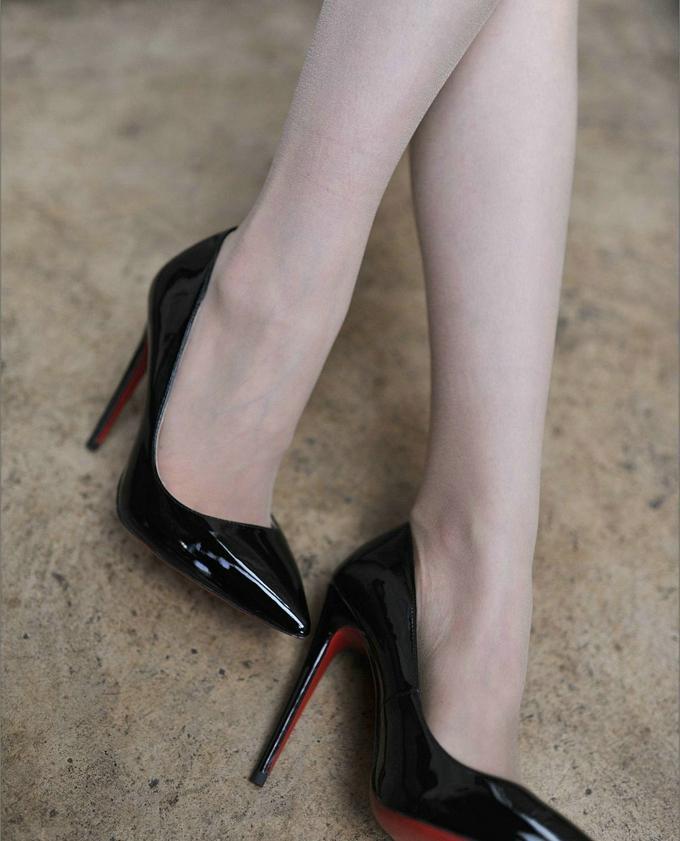 黑色细高跟的优雅让女人味更加迷人, 皮肤显白皙显娇嫩 5