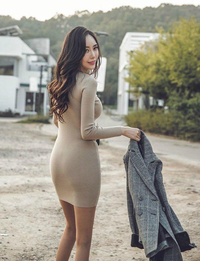 清凉显高的收腰包臀裙 拥有男神眷恋的目光 怎么看都很妩媚 1