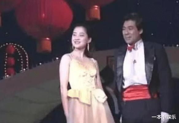 朱時茂26年前的春晚, 誰註意到他身邊的女孩? 今火得一塌糊塗-圖4