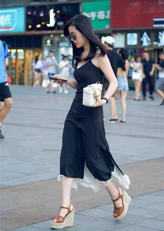 街拍: 身材完美的小姐姐, 走在步行街上, 永遠是王者風范-圖2