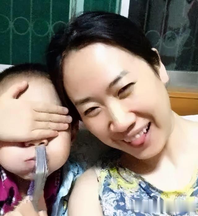 43歲芙蓉姐姐近照曝光, 曾是網紅鼻祖, 如今身價千萬氣質很優雅-圖6