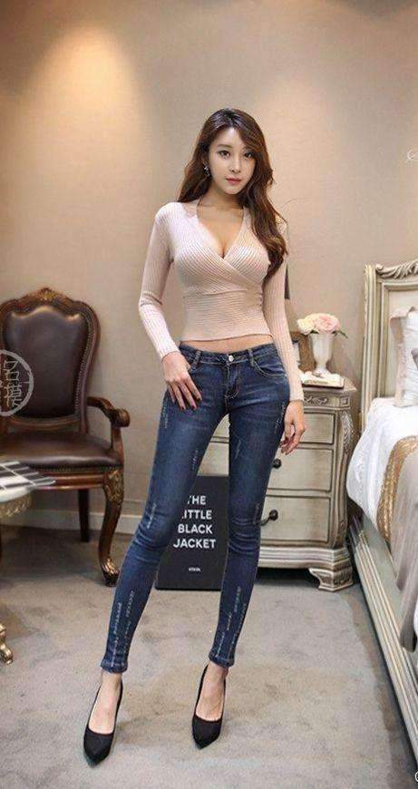 好身材需要漂亮的衣服做搭配, 紧身裤和连衣裙你喜欢谁? 3