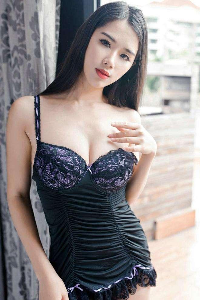 气质女神的搭配黑色紧致连衣裙, 身材完美性感诱惑 6