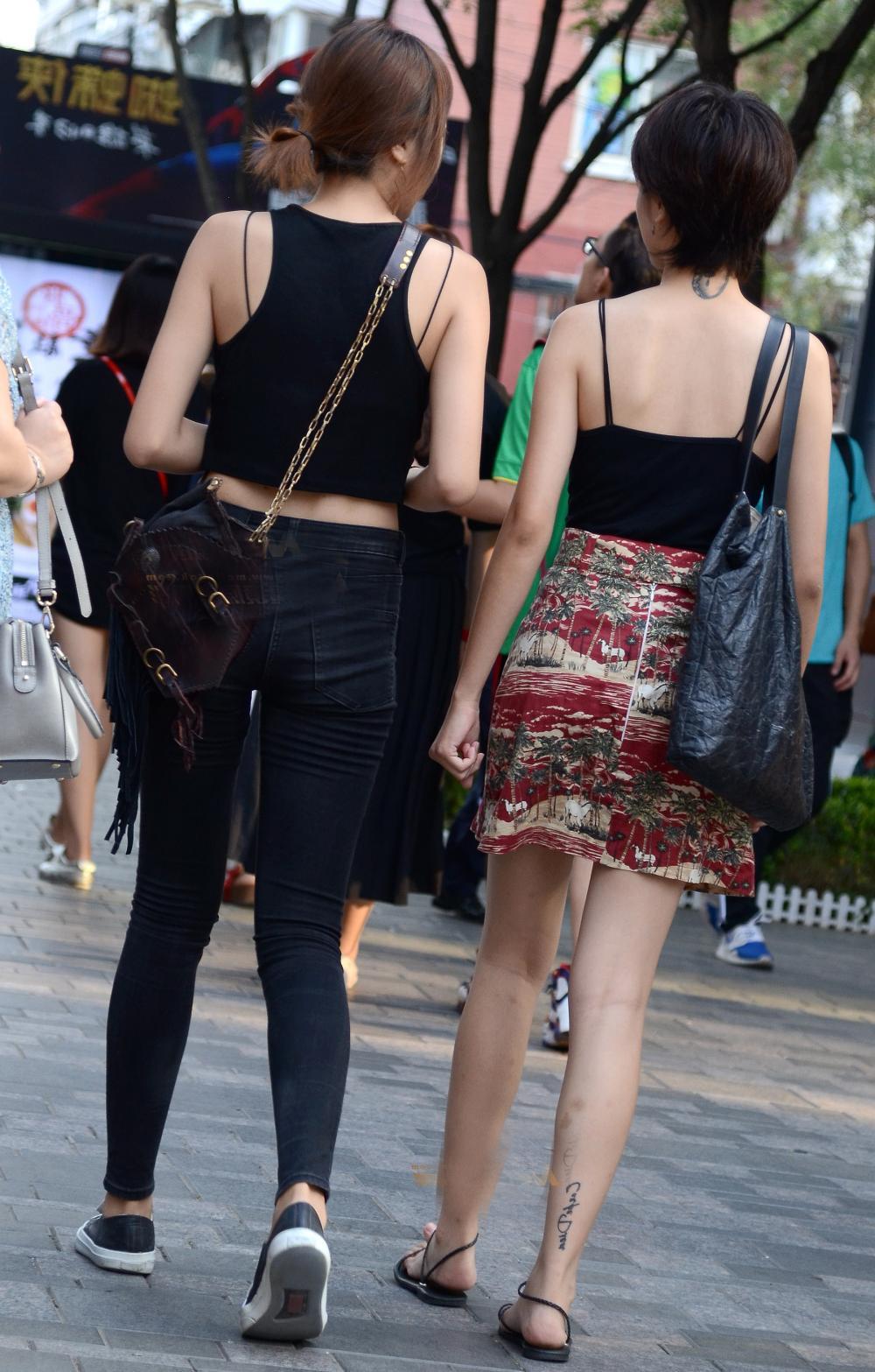 街拍姐妹花, 牛仔裤更显魅力