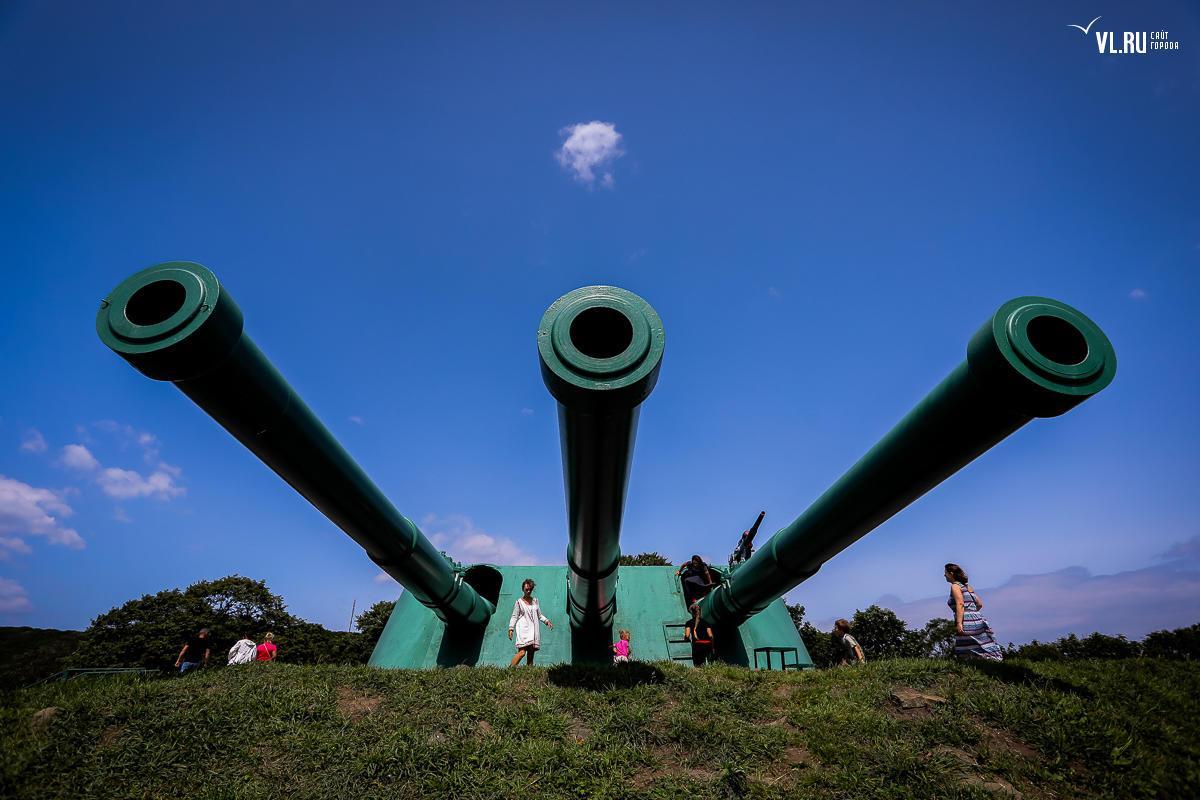 俄号称第二爱国者公园有两座巨型炮台 口径粗到能钻小孩