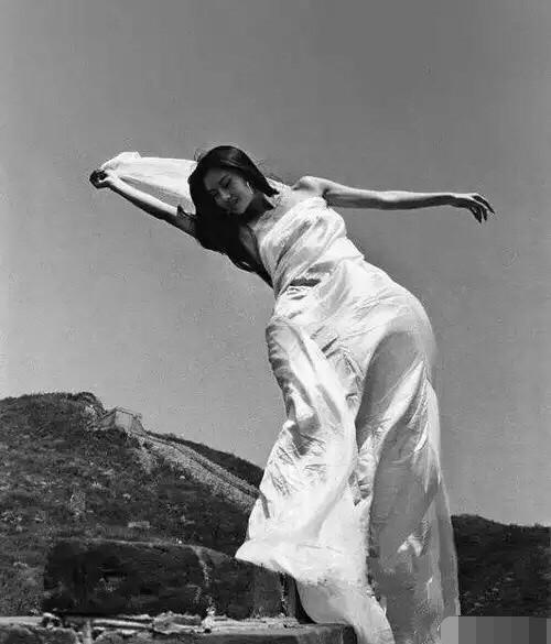 舞蹈家杨丽萍简介_杨丽萍母亲 杨丽萍年轻照片 杨丽萍年轻时候的照片 - 中华励志网