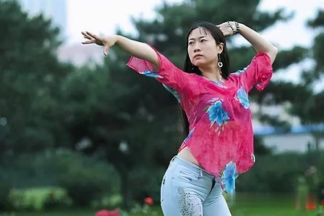 43歲芙蓉姐姐近照曝光, 曾是網紅鼻祖, 如今身價千萬氣質很優雅-圖1