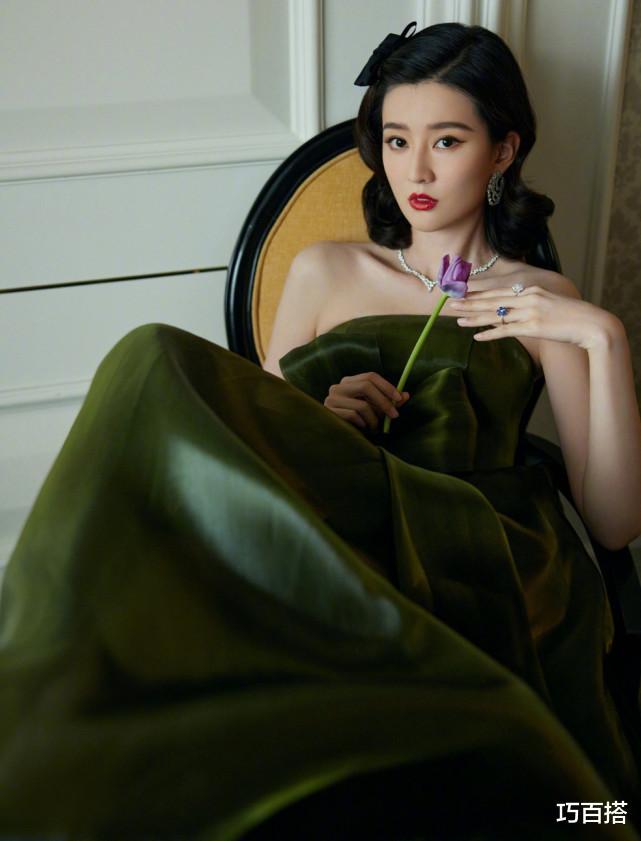 喬欣太美瞭!墨綠長裙復古有格調,變身80年代的港風少女-圖2