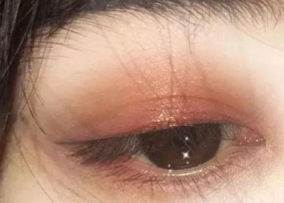心理測試: 下面哪隻眼睛剛哭過? 測測看有多少人愛慕你, 超準!-圖1