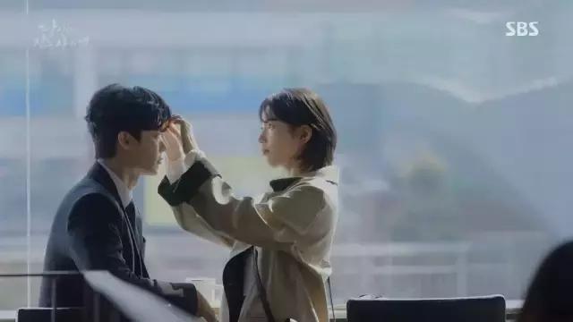 大衣谁不会穿? 学秀智用4件外套搞定8集韩剧才是重点!