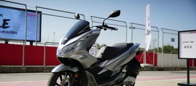 本田最新踏板標桿車, 149CC水冷, 百公裡油耗1.9L, 2.699萬值嗎?-圖11