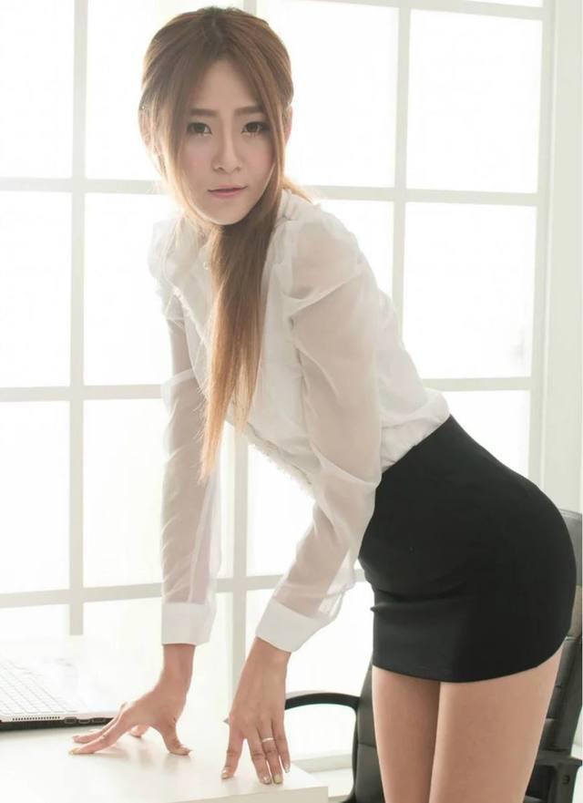 包臀裙的魅力就在于可以修饰腿型, 而且紧紧包裹着腰身 6