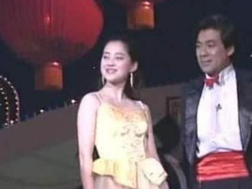 朱時茂26年前的春晚, 有誰註意他身旁的姑娘, 如今紅得一塌糊塗-圖5