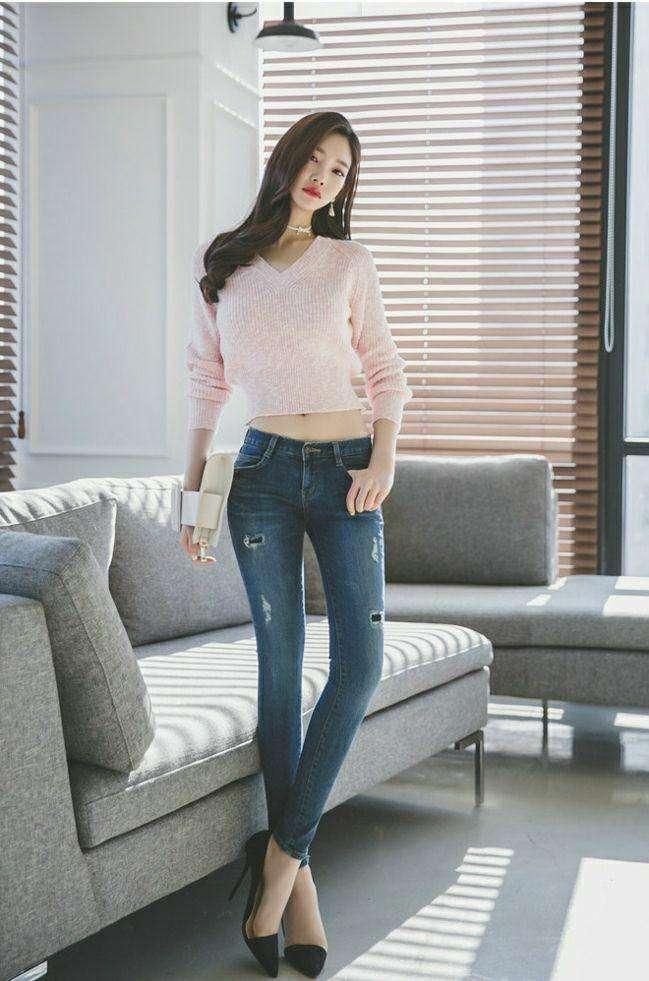 普普通通的穿搭简约的造型, 或连衣裙或牛仔裤